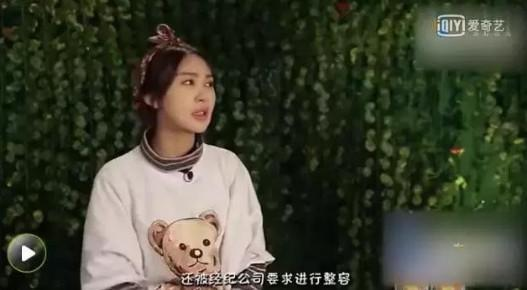 王子文也曾软萌粉嫩,曾出现在黄晓明MV中的李菲儿也是非常水灵