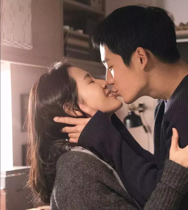 孙艺珍丁海寅一部剧吻了近50次,像宋慧乔宋仲基一样相爱吧