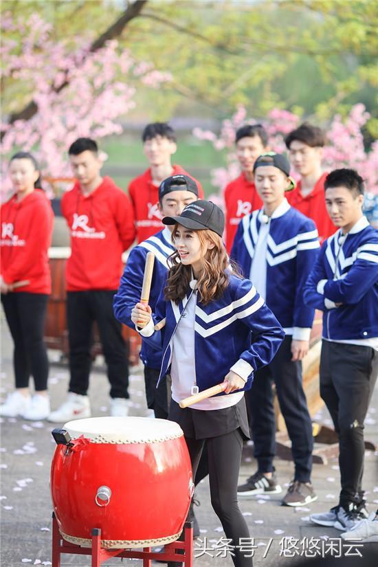 辣妈杨颖学生装清纯可爱毫无违和感,网友评论扎心了