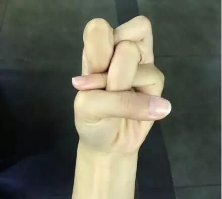 娜扎的手,居然比头还要大!网友:是脸太小