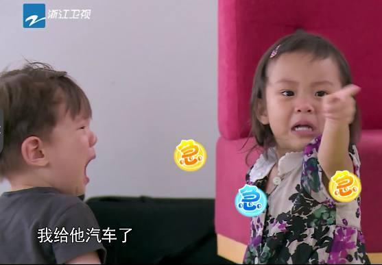 甜馨不仅变白了还懂事了,母亲节送给李小璐惊喜礼物