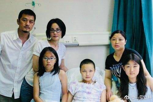 李亚鹏被王菲的粉丝骂惨了,黑龙江时时彩几点开奖:只因他发了这张照片……
