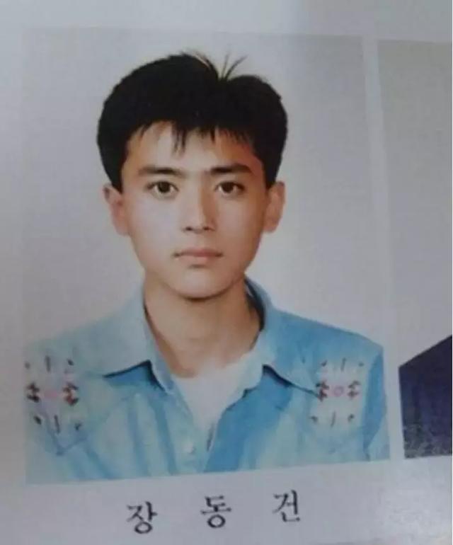 是时候为大家展示他年轻时的美貌了