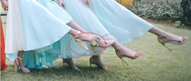 付辛博颖儿结婚,伴娘薛凯琪这个鞋子太抢镜了