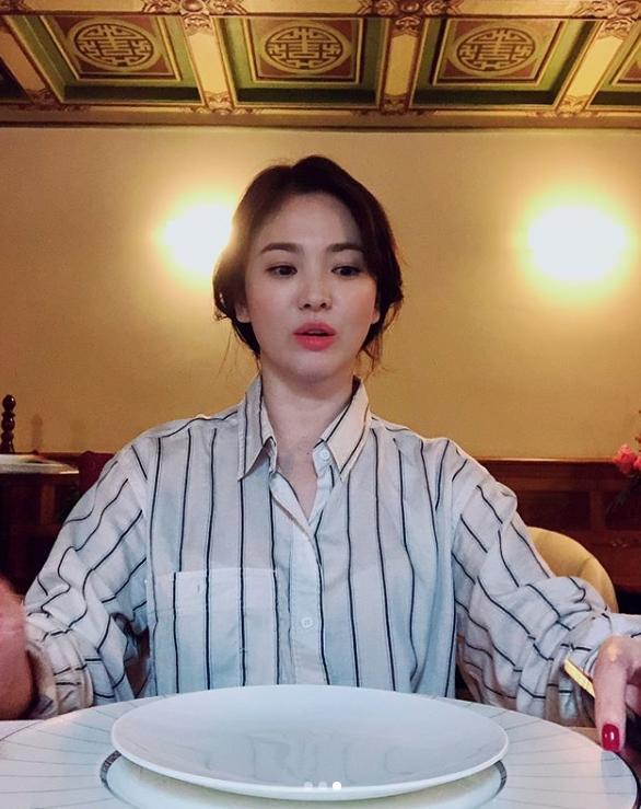 """宋慧乔吃中国菜晒美照,这就是所谓的""""老公视角""""吧"""