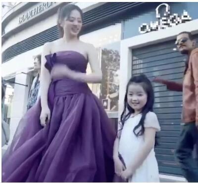 6岁阿拉蕾走戛纳红毯太成熟?网友:被父母过度消费