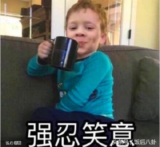 杨紫偷穿妈妈高跟鞋,欧阳娜娜发量惊人,明星们的童年照好多秘密