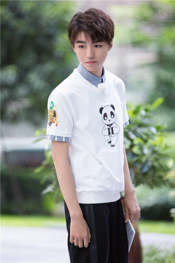 王俊凯成史上最亲和面试官 完美示范狂飙绕口令