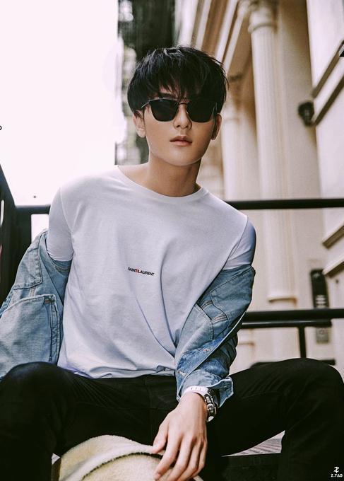 黄子韬被VOGUE评为戛纳最佳着装,网友:难得一见,很帅!