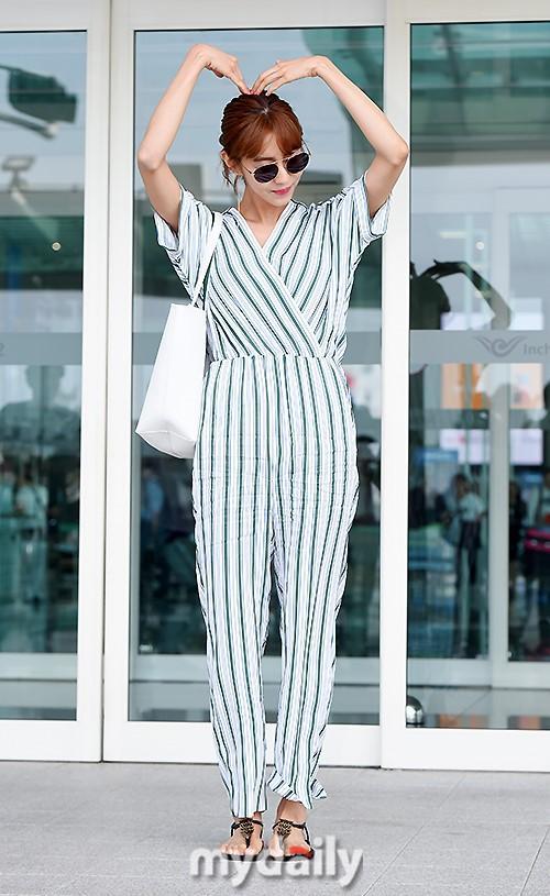 韩国女艺人UEE飞往泰国曼谷 拍杂志写真