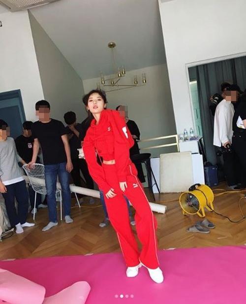 韩国女歌手 泫雅社交网站发近照秀身材