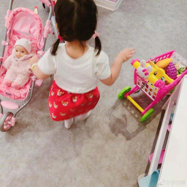 伊能静自曝想做一辈子的少女,因为太喜欢孩子想拼第三胎!