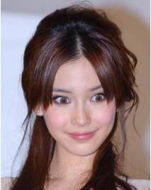 比整容更可怕的是女星的美瞳!戚薇摘美瞳就像换了脸啊!