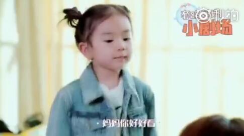 不得了!戚薇女儿才三岁,已经是个美妆老手!