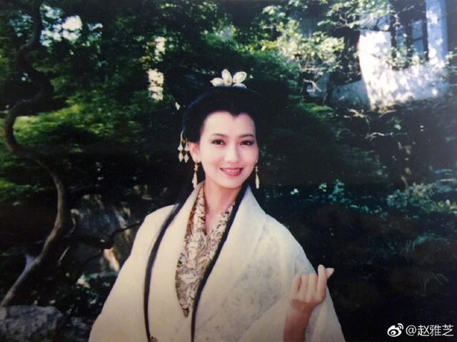 雪姨是比心的创始人?赵雅芝1700年前就在比心了!