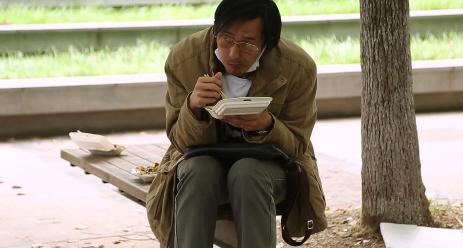 王传君:身边有人跟我脚一样大我就送鞋