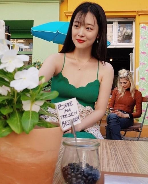 韩国女艺人 雪莉社交网站发布德国旅行照