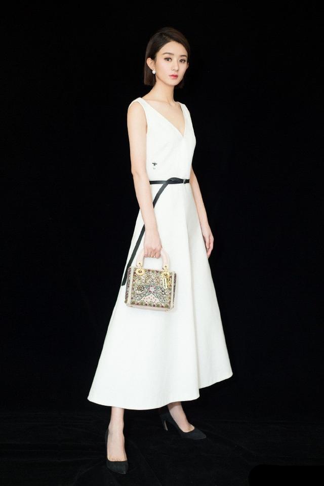 31岁赵丽颖如今私服衣品开挂,连衣裙穿出新花样,竟变得如此时髦