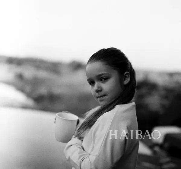 小七全家集体晒照,7岁的她变得越来越美了?
