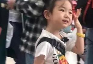 Lucky大名曝光,表演摇滚爱好彩妆,简直就是mini版戚薇!