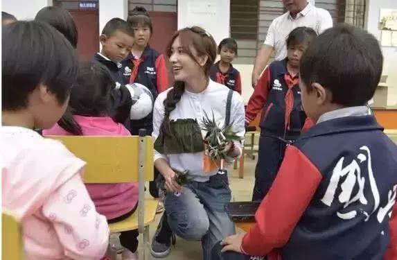 人美心善!林志玲捐500万台币建儿童疗育中心,怀抱婴儿显母爱
