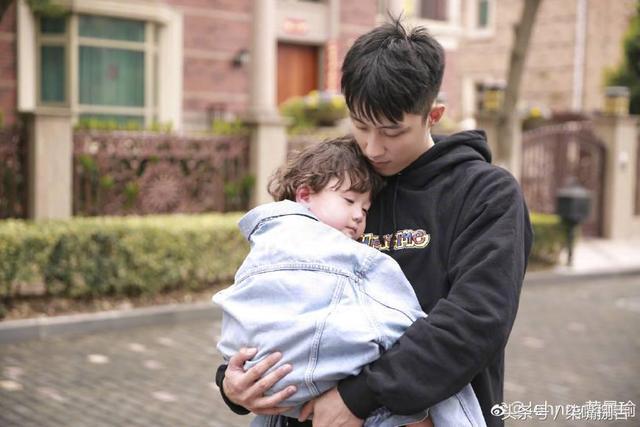 黄景瑜和邓伦:两个在综艺节目上被吓得尖叫的魁梧汉子!