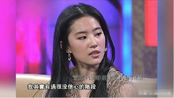 审美误差?刘亦菲说自己全家最丑,热巴也自曝常被自己丑到!