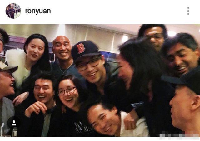 《花木兰》剧组给刘亦菲庆生,还晒了一大堆素颜照