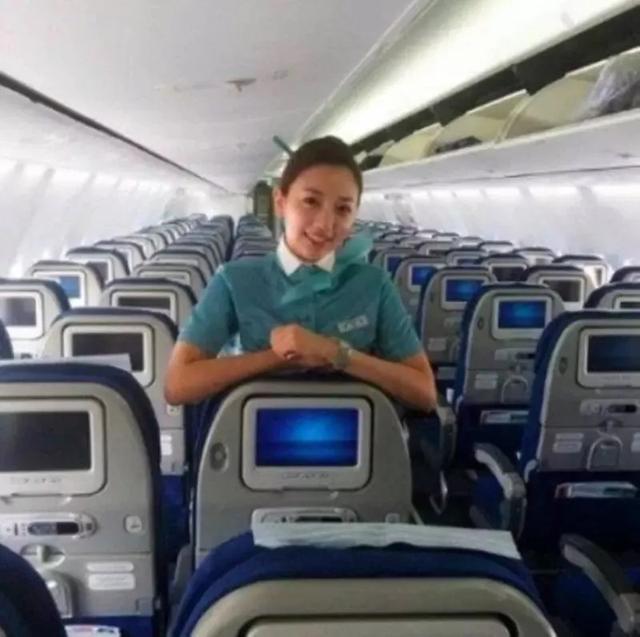 從空姐到月賺500萬:女明星成名前的的工作真的是五花八門