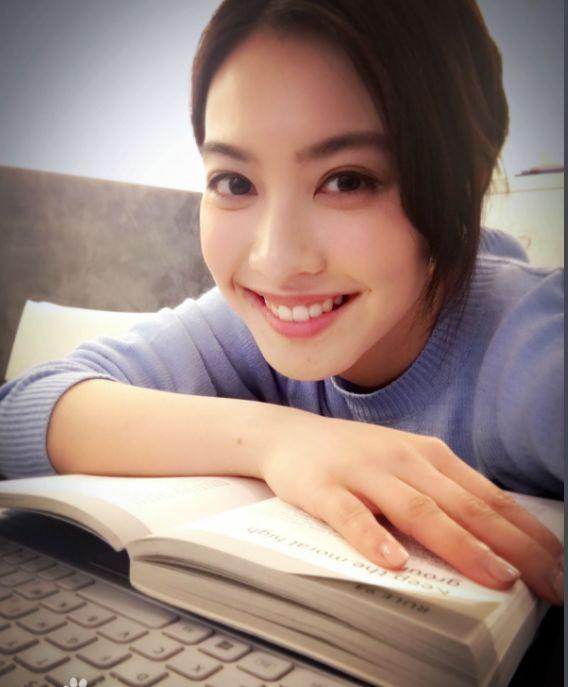 明星也改行!TVB花旦朱千雪引退娱乐圈做律师,成律界大神