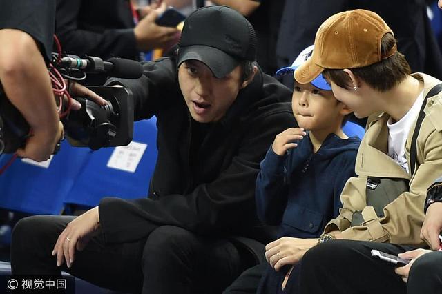 孙俪带子女观看NBA中国赛,等等小花两兄妹意外出镜