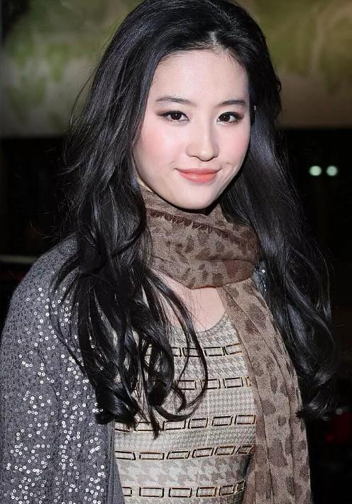 刘亦菲私服丑出新境界,神颜都差点没拯救回来!