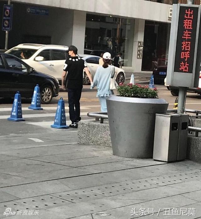 冯绍峰赵丽颖宣布结婚,晒晒两人亲密同框的恩爱?#24067;? title=