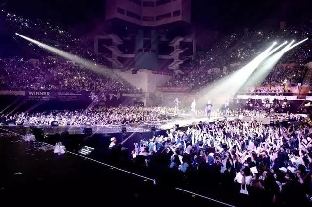 粉丝要求YG道歉!WINNER演唱会竟播放iKON的影片和歌曲