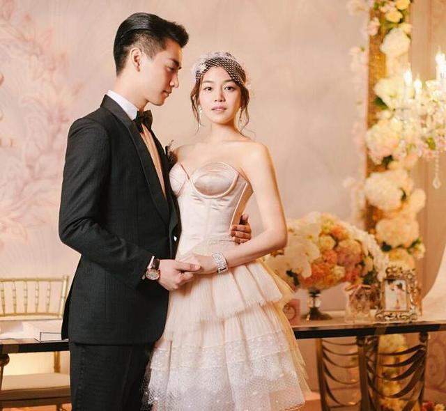 """陈晓陈妍希再拍婚纱照,当年的婚纱照曾被吐槽""""水桶腰"""""""