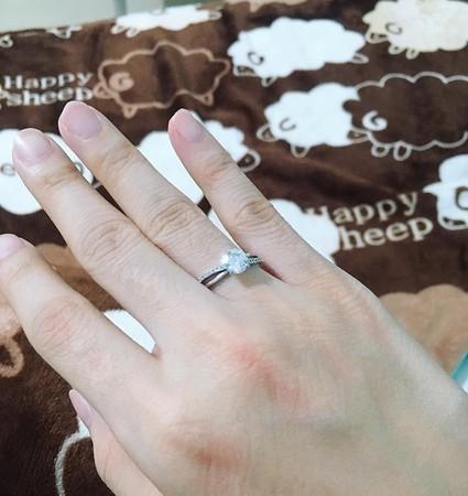 """22岁罗伊求婚成功""""胖兹怀孕4个月""""!钓出一排Youtuber留言"""