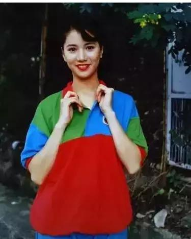 90年代港星的搭配现在正流行,时尚30年一个轮回?