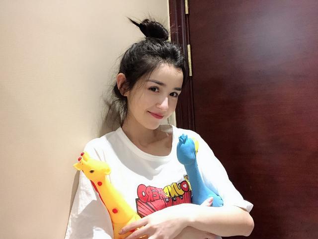 22岁新疆美女哈妮克孜,古装艳惊私服更是清新,颜值媲美佟丽娅