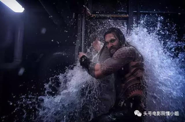"""""""海王""""走红提拔替身,他演过雷神绿巨人,《血战钢锯岭》被炸飞"""