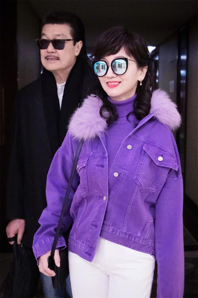 64岁赵雅芝宝刀未老!一抹死亡芭比粉反而清新养眼,美回了白娘子
