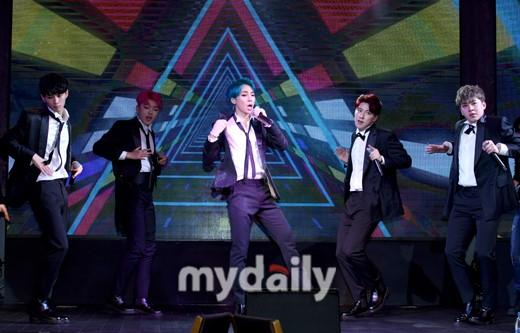 韩国男团MFECT第五张专辑发售showcase