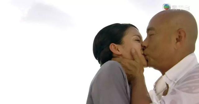 全城热话!《大帅哥》结局:54岁张卫健亲吻港姐花旦抱得美人归