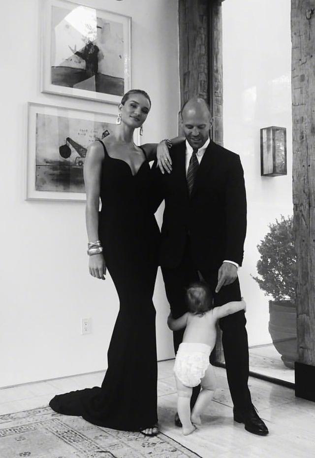 斯坦森超模妻子晒照,硬汉与宝贝儿子亮相,父子俩真的太萌了