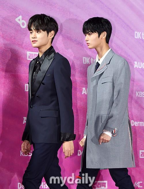 韩国男团WANNA ONE出席首尔歌谣大赏颁奖礼红毯