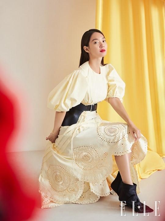 韩国女艺人申敏儿拍时装杂志照演绎多样魅力