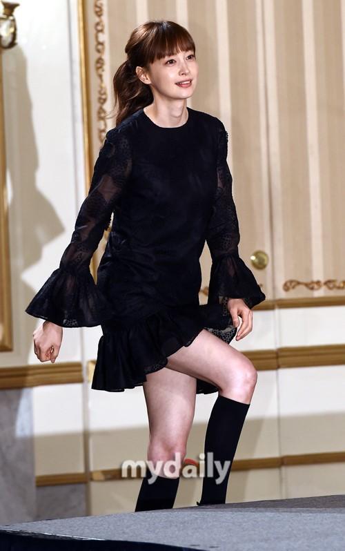 李钟硕李娜英等韩国艺人出席新剧《浪漫是别册附录》发布会