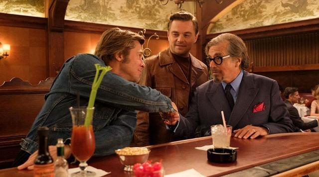 《好莱坞往事》终于舍得放出新图,皮特和小李分不清谁更帅了