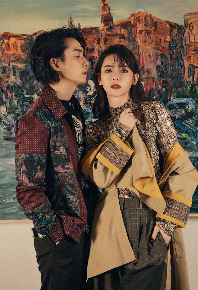 戚薇李承铉拍写真又虐狗,西装复古夹克帅,不同造型却总能神同步