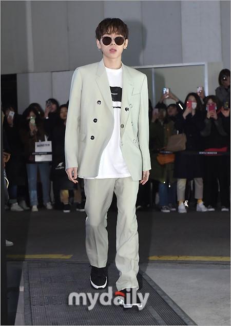 WINNER等韩国艺人出席品牌宣传活动
