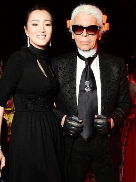 """85岁时尚""""老佛爷""""辞世,曾在长城办秀,与中国有着不解之缘"""